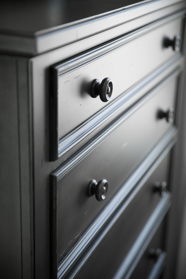 photo of dresser detail
